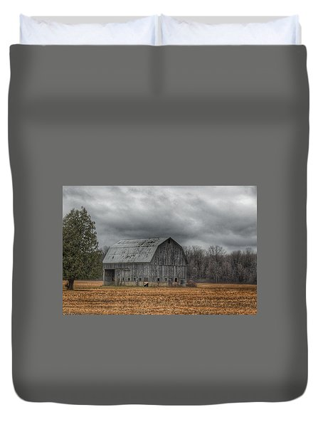 0024 - Grey Barn And Tree Duvet Cover