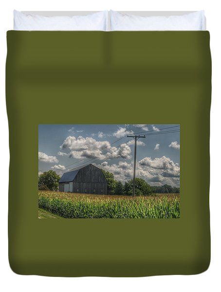 0013 - Grey Barn In A Cornfield Duvet Cover
