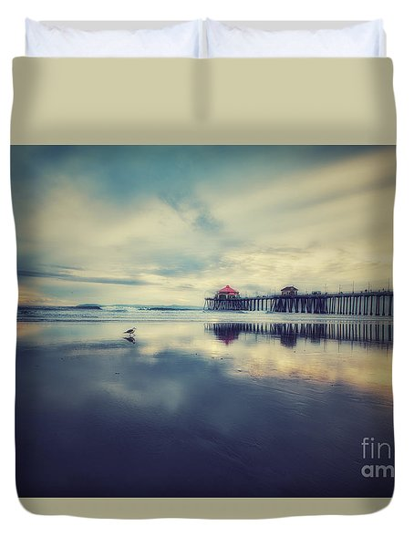Gull At Huntington Beach Pier Duvet Cover
