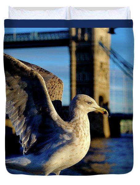 Gull At Tower Bridge Duvet Cover