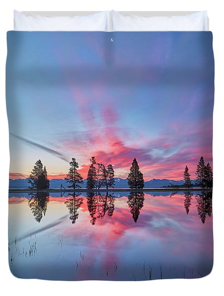 Gull Point At Sunrise Duvet Cover