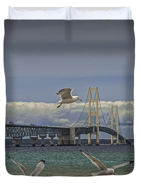 Gulls Flying By The Bridge At The Straits Of Mackinac Duvet Cover