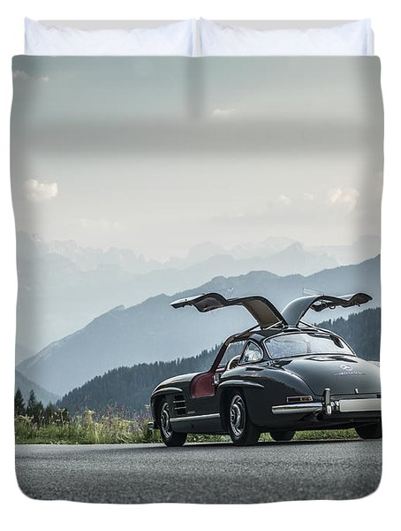 Gullwing In The Mountains Duvet Cover