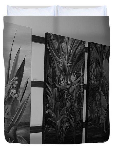 Duvet Cover featuring the photograph Hanging Art by Rob Hans