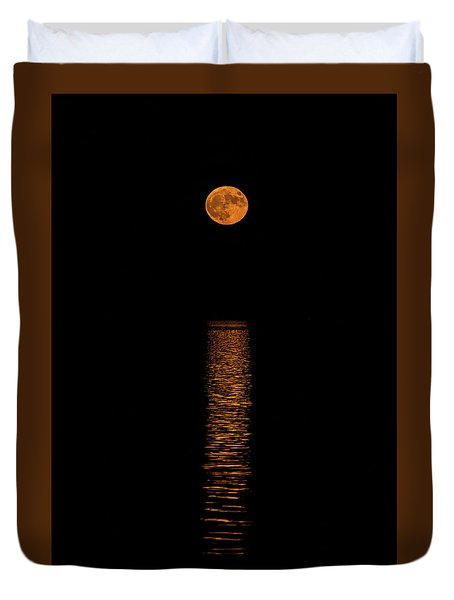 Duvet Cover featuring the photograph Harvest Moonrise by Paul Freidlund