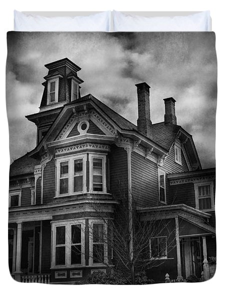 Haunted - Flemington Nj - Spooky Town Duvet Cover by Mike Savad