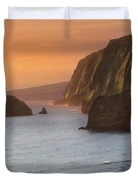 Hawaii Sunrise At The Pololu Valley Lookout 2 Duvet Cover by Larry Marshall