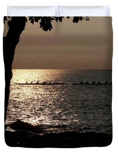 Hawaiian Dugout Canoe Race At Sunset Duvet Cover