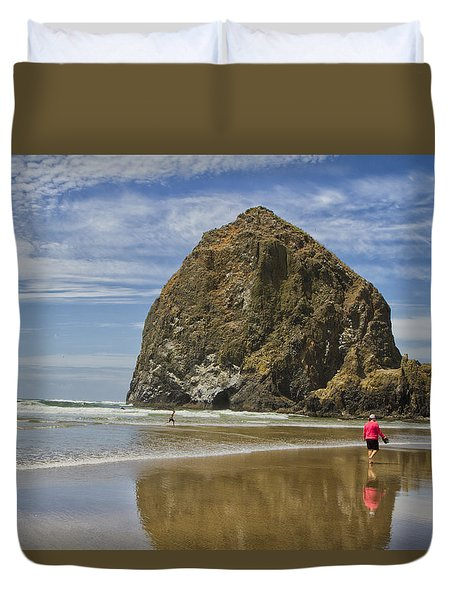 Duvet Cover featuring the photograph Haystack Rock 0258 by Tom Kelly