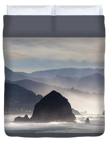 Haystack Rock On The Oregon Coast In Cannon Beach Duvet Cover