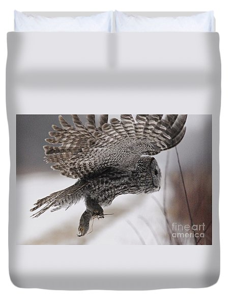 Duvet Cover featuring the photograph Heading Home With The Booty by Larry Ricker