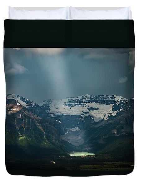 Duvet Cover featuring the photograph Heavenly Lake Louise by William Lee