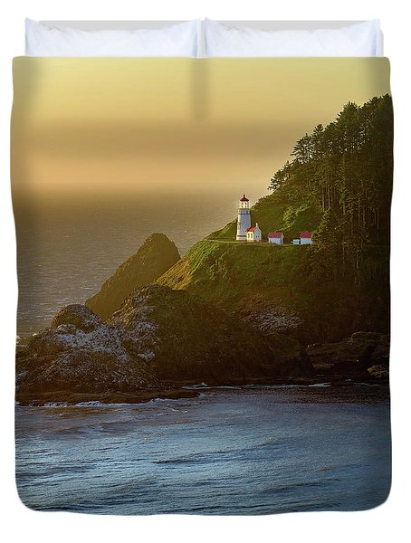 Heceta Head Lighthouse At Sunset Duvet Cover