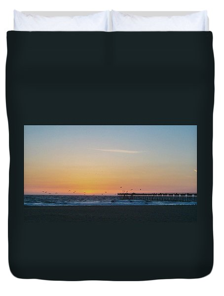 Hermosa Beach Pier At Sunset With Seagulls Duvet Cover