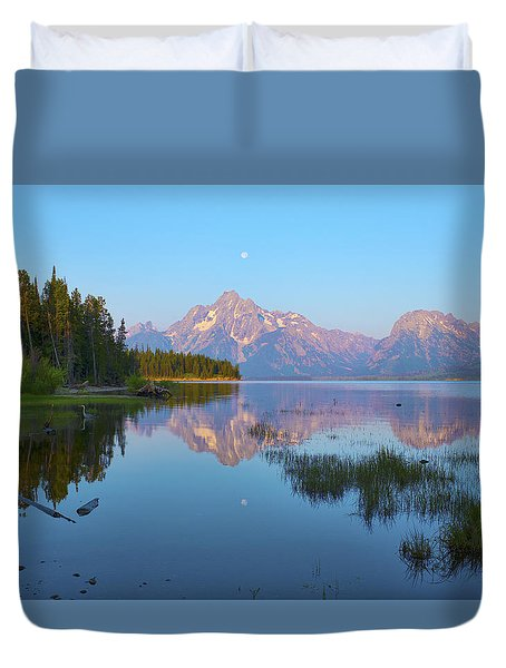 Heron On Jackson Lake Duvet Cover by Hugh Smith