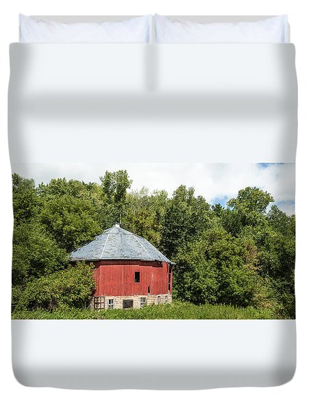 Duvet Cover featuring the photograph Hexagon Barn by Dan Traun