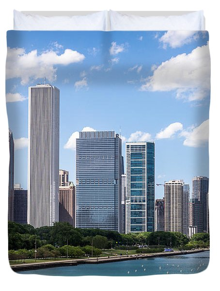 Hi-res Picture Of Chicago Skyline And Lake Michigan Duvet Cover by Paul Velgos