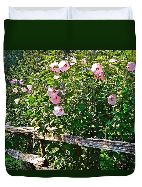 Hibiscus Hedge Duvet Cover