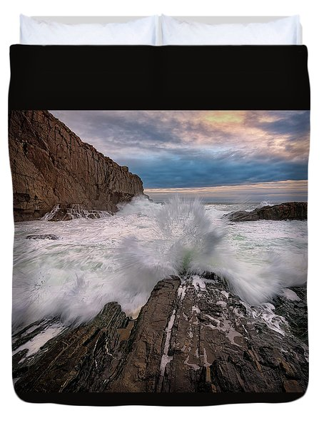 High Tide At Bald Head Cliff Duvet Cover by Rick Berk