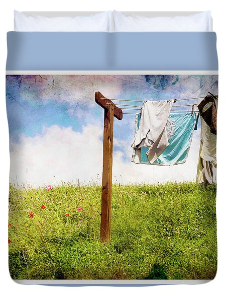 Hobbit Clothesline And Poppies Duvet Cover