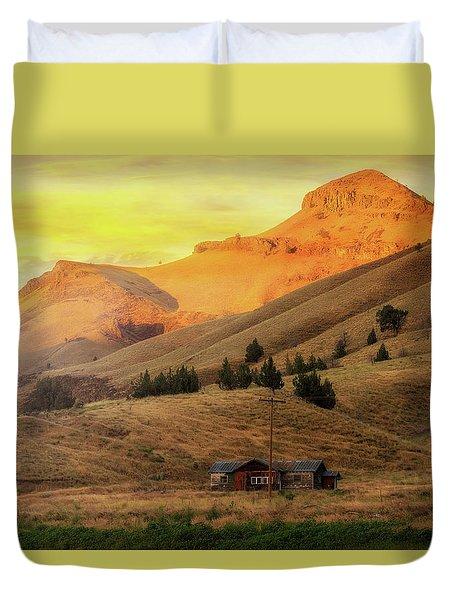 Home On The Range In Antelope Oregon Duvet Cover by David Gn