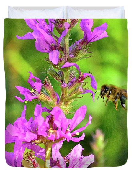 Honey Bee In Flight Duvet Cover