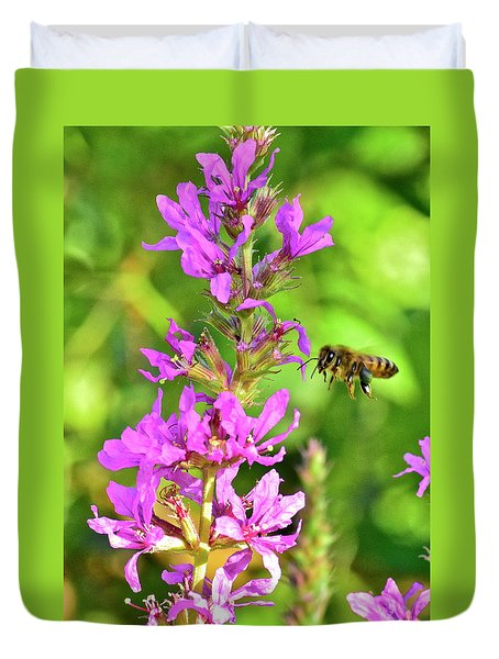 Honey Bee In Flight Duvet Cover