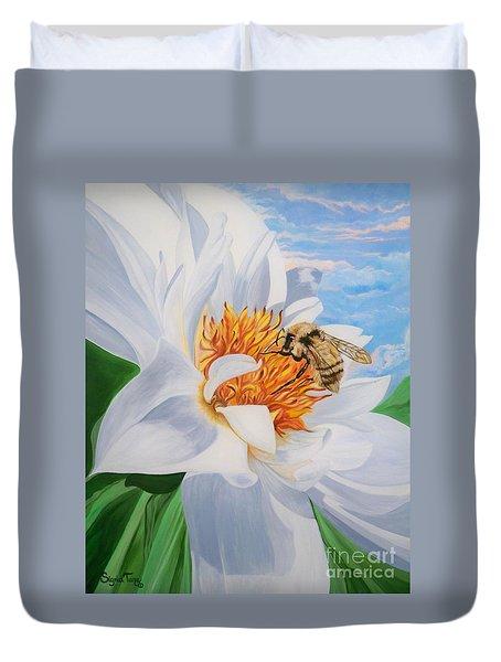 Flygende Lammet Productions     Honey Bee On White Flower Duvet Cover