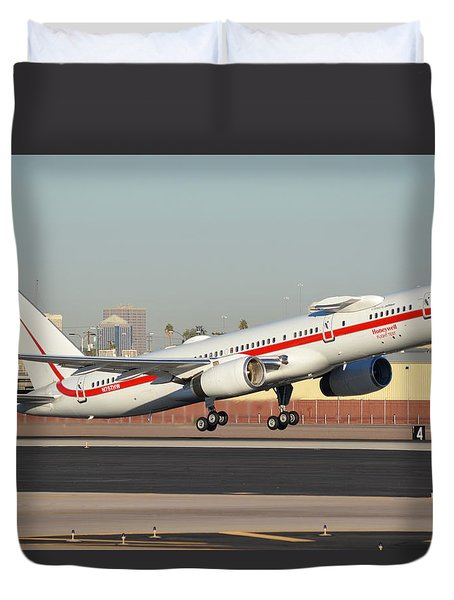 Honeywell Boeing 757-225 N757hw Phoenix Sky Harbor January 14, 2016 Duvet Cover by Brian Lockett