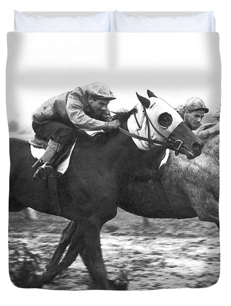 Horse Race In Los Angeles Duvet Cover