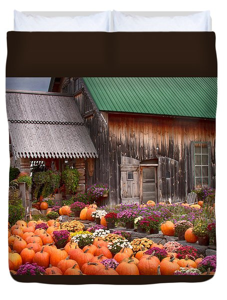 Duvet Cover featuring the photograph Hudaks Cider Mill And Farmstand by Jeff Folger