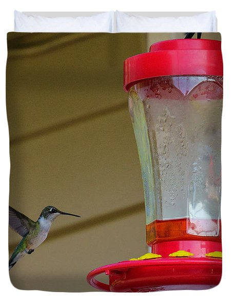 Hummingbird In Flight Duvet Cover