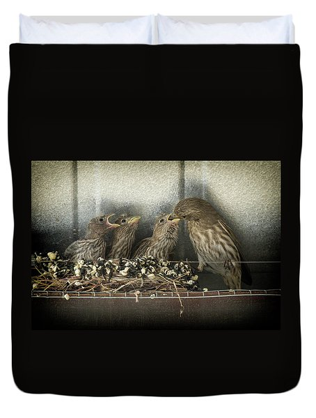 Duvet Cover featuring the photograph Hungry Chicks by Alan Toepfer