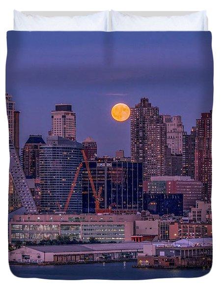 Hunter's Moon Over Ny Duvet Cover