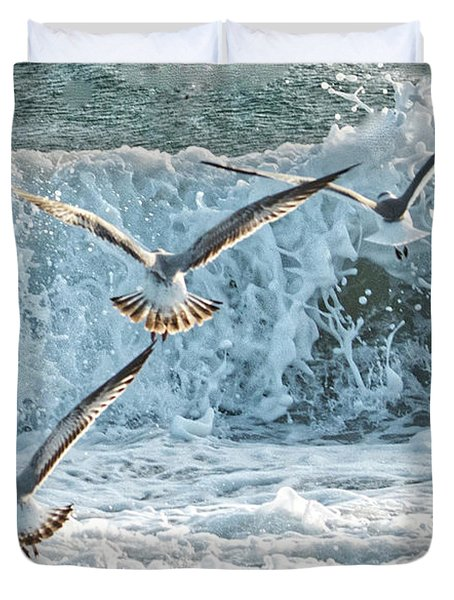 Duvet Cover featuring the photograph Hunting The Waves by Don Durfee