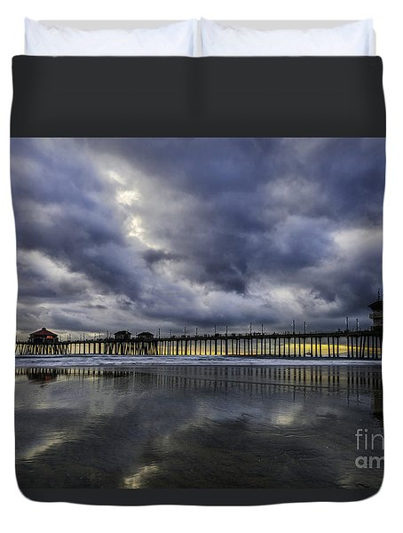 Huntington Beach Pier Sunset With Reflections Duvet Cover