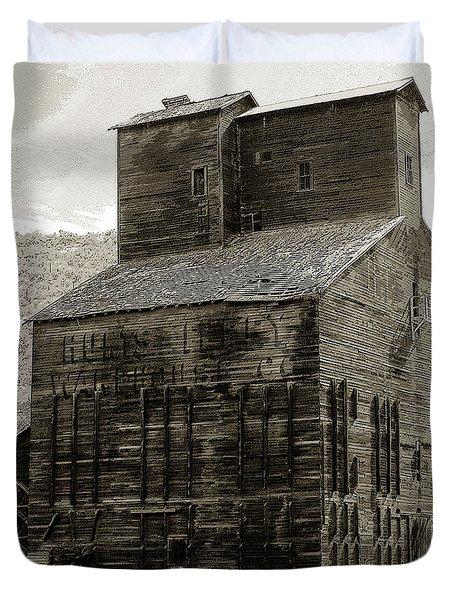 Hunts Ferry Barn Duvet Cover by David Lee Thompson
