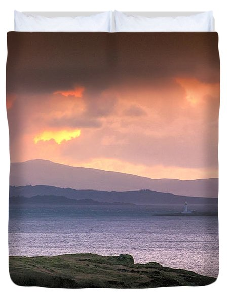 Hutcheson's Monument On The Isle Of Kerrera At Sunset Duvet Cover