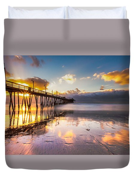 Duvet Cover featuring the photograph Imperial Burst by Ryan Weddle