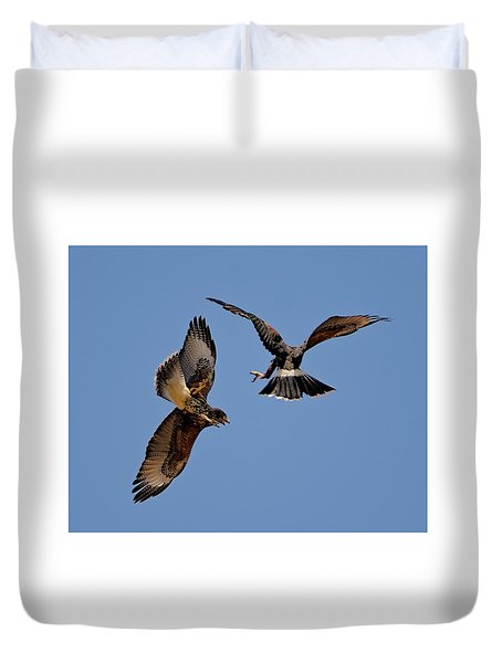 Duvet Cover featuring the photograph In Flight Challenge H43 by Mark Myhaver