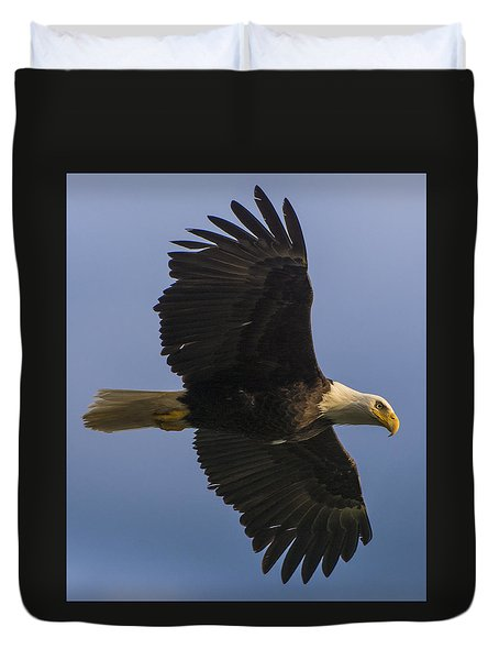 Duvet Cover featuring the photograph In Flight by Gary Lengyel