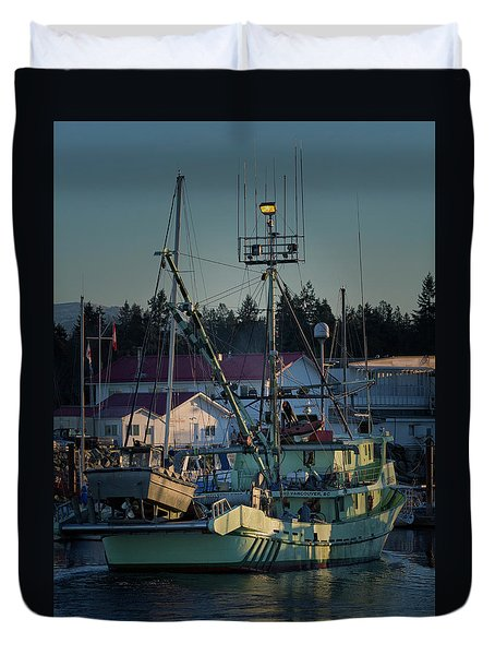 Duvet Cover featuring the photograph In For Ice by Randy Hall