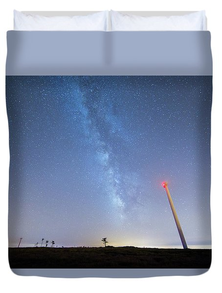 Duvet Cover featuring the photograph In The Middle by Bruno Rosa