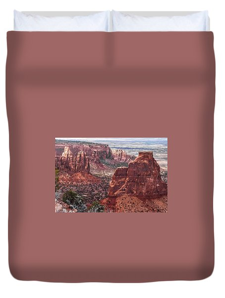 Independence Monument At Colorado National Monument Duvet Cover