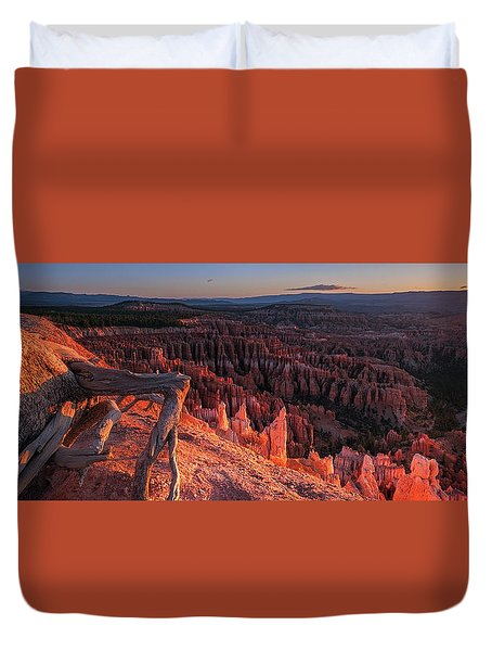Duvet Cover featuring the photograph Inspiration Point by Edgars Erglis