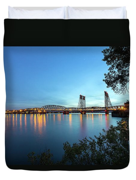 Interstate Bridge Over Columbia River At Dusk Duvet Cover by David Gn