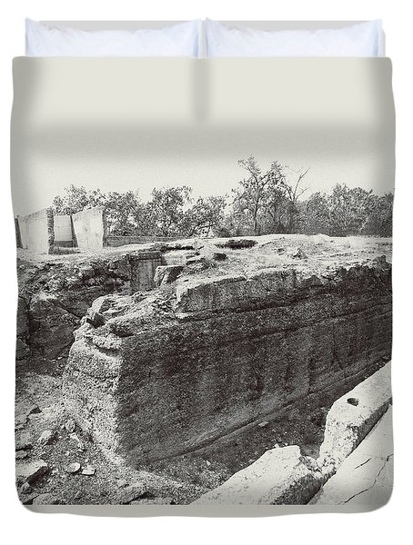 Into The Ruins 5 Duvet Cover