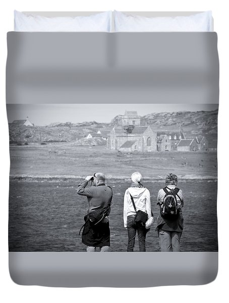 Duvet Cover featuring the photograph Iona Abbey Tourists by Ray Devlin