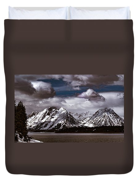 Jackson Lake Peaks Duvet Cover
