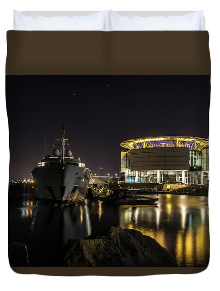 Duvet Cover featuring the photograph Jamaica Bay At Discovery World by Randy Scherkenbach